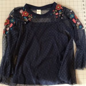 Sweet breezy top with embroidered flowers